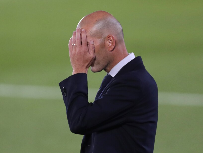 Zidane cubriéndose el rostro