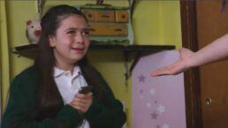 Ni loca, ni poseída: Ana se lanza por la ventana  por la adicción que tiene a su celular en 'La Rosa de Guadalupe'