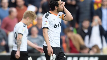 Betis llegó a diez encuentros perdidos en la presenta campaña de La Liga. | Valencia se aproxima a zona de Europa League.