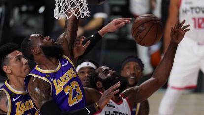 Los LA Lakers caen en el primer juego ante los Houston Rockets | James Harden y los Rockets se impusieron 97-112 al conjunto de LeBron James en el primer juego de la Semifinal de Conferencia.