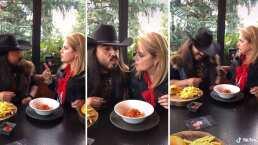 'Me pega la Klitbo': Erika Buenfil y Rey Grupero protagonizan 'escena romántica' con espagueti