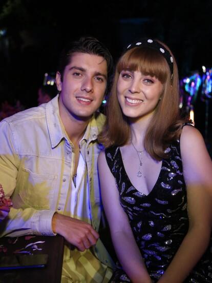 En 'La Mexicana y el Güero', 'Megan', interpretada por Danielle Leufaure, celebró su cumpleaños rodeada de sus seres queridos, especialmente 'Brandon' (Rodrigo Brand), su 'querido' novio'.