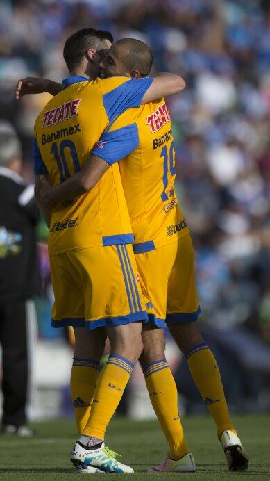 Cruz Azul v Tigres UANL - Clausura 2016 Liga MX