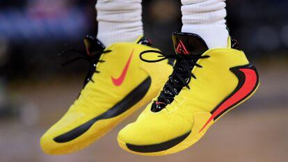 De colores, con dedicación o camuflados, los diseños de los mejores basquetbolistas del mundo.