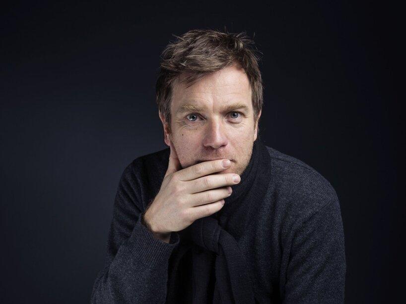 3. Ewan McGregor: El actor confesó no usar shampoo cuando se baña, ni siquiera usa jabón.