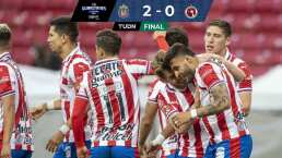 Chivas araña la zona de repechaje tras derrotar 2-0 a Xolos