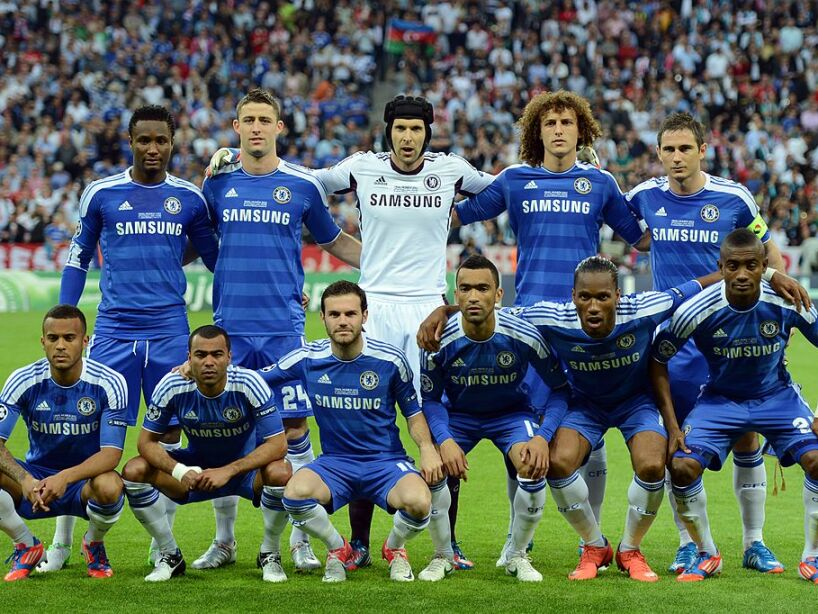 Chelsea players pose before the UEFA Cha