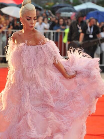 """Lady Gaga se presentó en Venecia para la premier de su nueva película """"A star is born"""""""