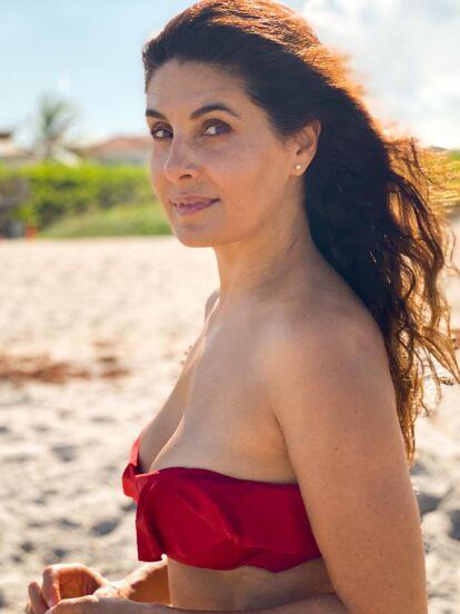 Mayrín Villanueva es una de las mujeres más guapas y talentosas de la televisión mexicana, hecho que deja claro con su personaje de 'Silvita' en 'Vecinos'; pero ahora la esposa de Eduardo Santamarina no se volvió tendencia por su trabajo, sino porque dejó al descubierto su abdomen plano.