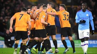 Wolverhampton supera de manera agónica 3-2 al Manchester City con anotaciones de Adama Traoré (55'), Raúl Jiménez (82') y Doherty (89'). El doblete de Rahem Sterling (25' y 50') no fue suficiente para los de Pep Guardiola.