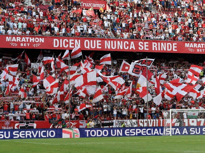 Sevilla crowd.jpg