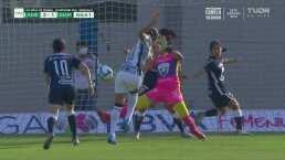¡Voltereta! Daniela Espinosa anota el gol de la ventaja para América