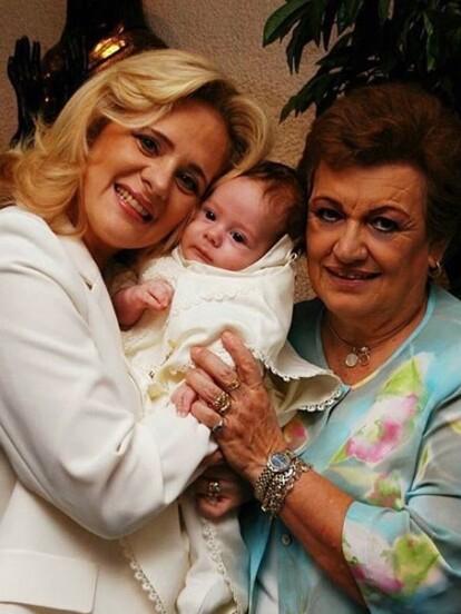 Nicolás Buenfil nació el 3 de febrero de 2005, fruto de la relación amorosa entre Ernesto Zedillo Jr. y Erika Buenfil.