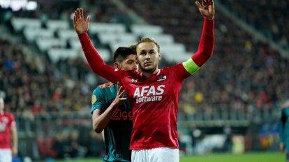 Edson Álvarez juega los 90 minutos en la derrota del Ajax 1-0 ante el AZ Alkmaar con gol de Boadu al minuto 90.