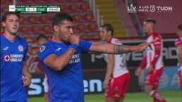 ¡Gran cabezazo! Juan Escobar aparece y marca el 0-2 de Cruz Azul