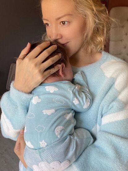 Fernanda Castillo sigue disfrutando al máximo su faceta de mamá, pero ahora causó revuelo en redes sociales al dejarse ver como pocas veces sin una gota de maquillaje, sudada y destapando la complicación que vive con su hijo Liam.