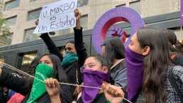 Cientos de mujeres se reunieron a conmemorar a las víctimas de feminicidios frente a la Alameda Central, en el centro de la ciudad