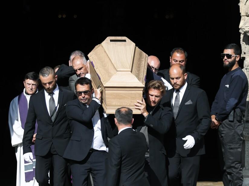 La catedral Notre-Dame de la ciudad francesa de Chartres acoge esta tarde el funeral de Anthoine Hubert, que falleció hace dos semanas en un accidente en el circuito de Spa-Francorchamps en Bélgica. El piloto francés tenía 22 años.