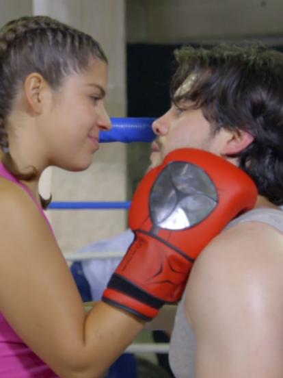 'Anabel' se enfrenta a los prejuicios de su padre y la discriminación de sus compañeros al querer ser boxeadora profesional en 'Sangre de campeona'.