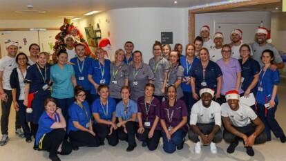 Integrantes del campeón de Europa convivieron y regalaron sonrisas a niños del hospital Alder Hey de Liverpool.