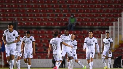 Querétaro es mejor que el América y con un contundente 4-1 los Gallos se adueñan de los tres puntos en la Corregidora.