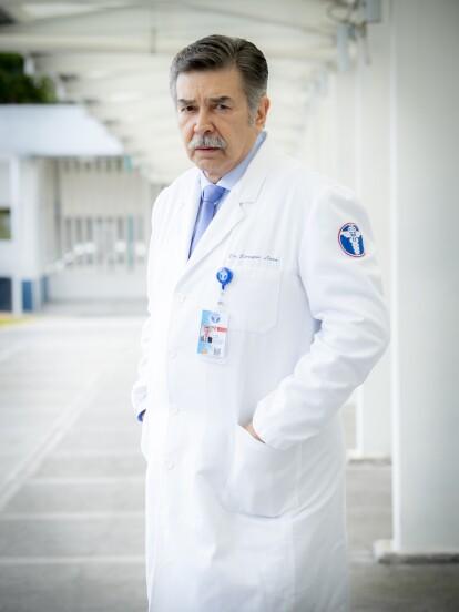 Jorge Ortíz de Pinedo dio vida, en el primer capítulo de la telenovela, al doctor Lara, director general del Instituto de Especialidades Médicas.