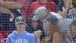 La emoción de un niño tras quedarse con la bola en el Boston vs. Yankees