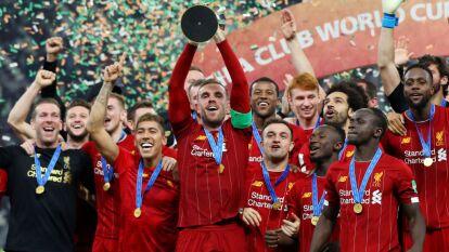 Klopp y Firmino encabezan los festejos de Liverpool que, no hay quien lo detenga.