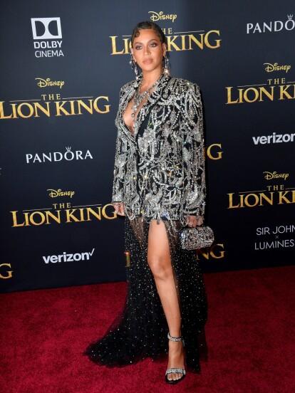 De acuerdo con la revista Elle, Beyoncé, quien dará vida a 'Nala', utilizó un vestido Alexander McQueen.