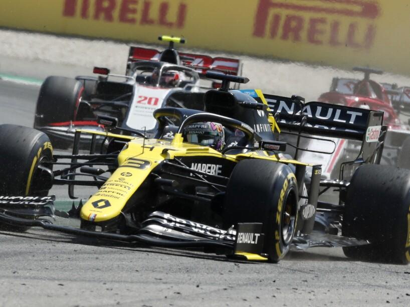 Carro de fórmula 1 amarillo