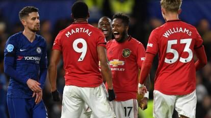 Manchester United corta racha de tres juegos sin victoria y provoca que el Chelsea acumule cuatro juegos sin triunfo.