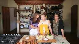 """Biby Gaytán llena de halagos a su suegra mientras cocinan juntas: """"Tú eres lo más lindo de esta receta"""""""