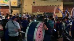 Aficionados de Cruz Azul hicieron pasillo al equipo previo al partido
