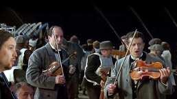 Centro comercial se inunda como el Titanic y los músicos lo saben