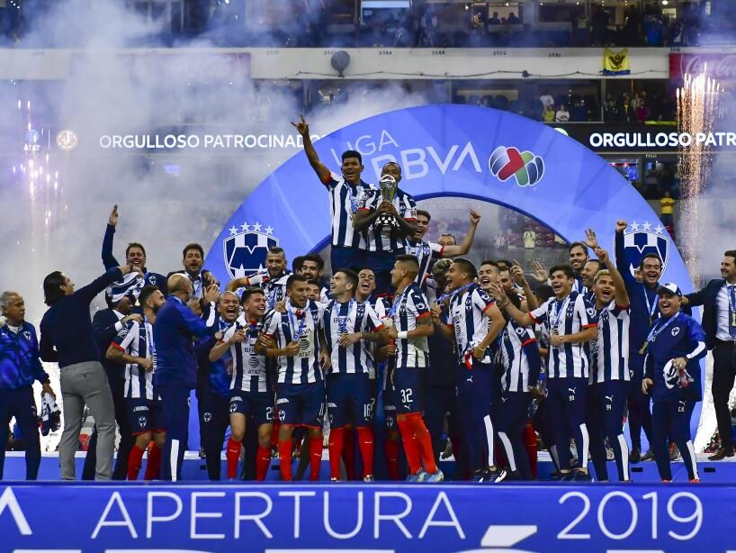 Rayados de Monterrey festeja título del Apertura 2019 con trofeo foto oficial