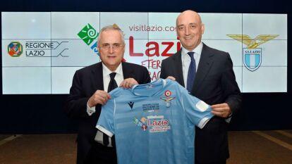 Claudio Lotito, presidente, y Daniele Leodori, vicepresidente, dieron a conocer la camiseta que usará la Lazio en la Supercopa Italiana.