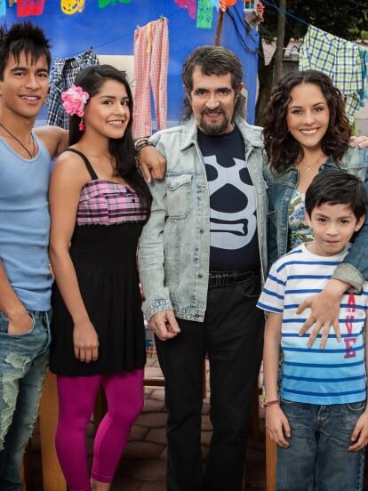 """En 2013, se estrenó la telenovela 'Qué pobres tan ricos', la cual fue protagonizada por Zuria Vega, Jaime Camil, Manuel """"Flaco"""" Ibáñez, Sylvia Pasquel, Jonathan Becerra y Abril Rivera, entre tantos más."""