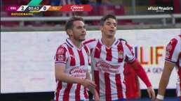 ¡Golazo de Chivas! 'Canelo' Angulo hace el 2-0 y la repesca se acerca