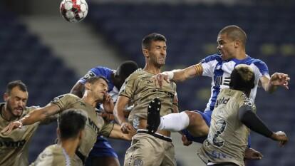 Con doblete de Moussa Marega, gol de Sérgio Oliveira y Alex Telles, el Porto golea en casa al Boavista y se aleja a tres puntod del Benfica en la búsqueda del título.