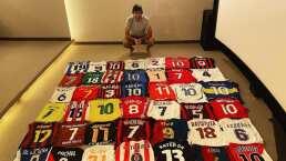 Raúl tiene una playera del Celaya entre su impresionante colección