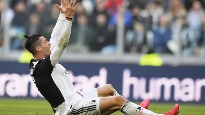 De la mano de Cristiano Ronaldo, la Juve golea a la Fiorentina 3-0. El astro portugués anota doblete y Matthijs de Ligt es el autor del tercer gol en esta victoria 1,600 de la Vecchia Signora en la Serie A.