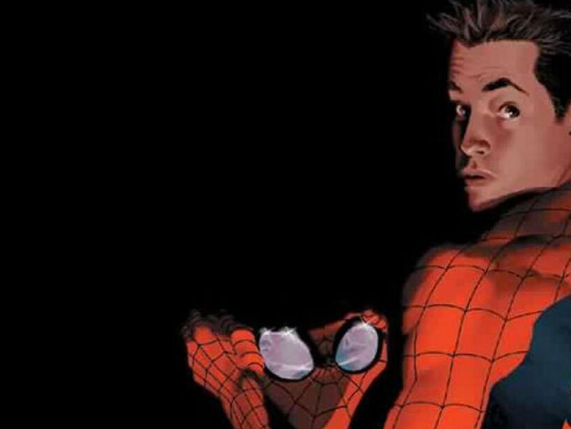 5. Peter Parker (The Amazing Spiderman): Una mordedura de una araña radiactiva le da superpoderes.