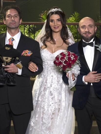 Te presentamos algunas de las fotos que se quedarán para el recuerdo de la boda de esta gran pareja en 'Vecinos'.
