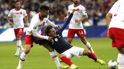 Francia 1-1 Turquía. Los goles fueron de Giroud a los 76' y Ayhan a los 81', respectivamente.