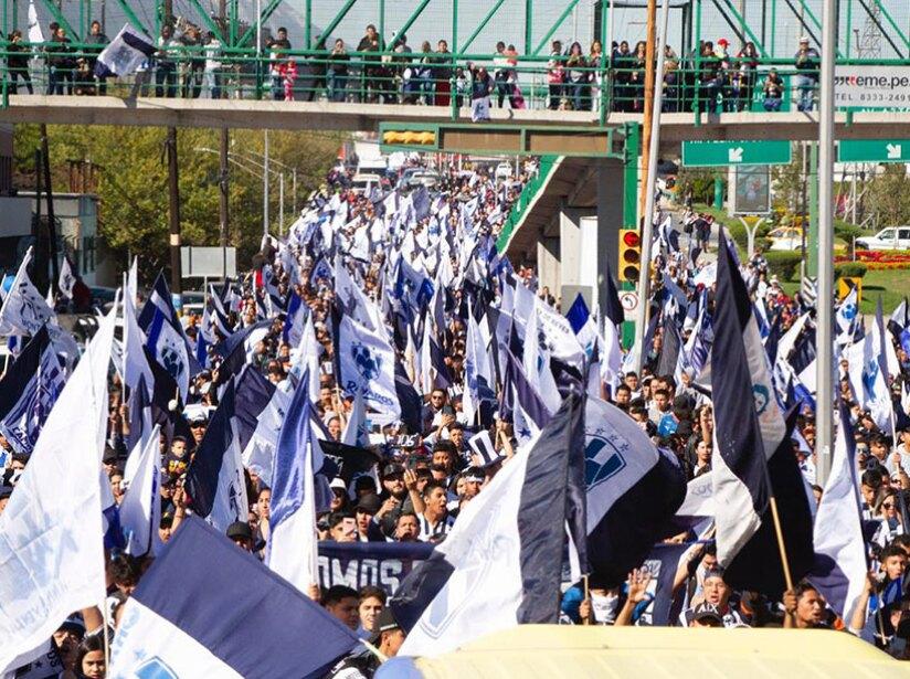 26936_20191229-rayados-desfile-aficion.jpg