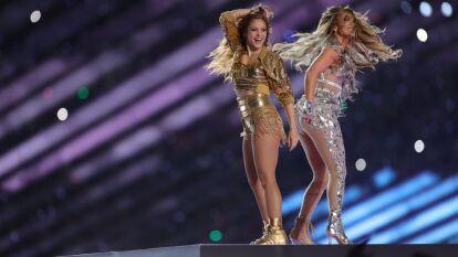 Miami y el Super Bowl bailaron con sabor latino, encabezado por JLo, Shakira, J-Balvin y Bad Bunny, en un show de medio tiempo que puso a toda la afición de pie.