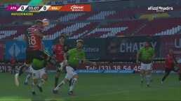 ¡Estaba solo! Caraglio perdona a FC Juárez y falla su cabezazo