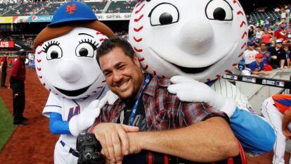 Causi, fotógrafo deportivo reconocido en el mundo del deporte neoyorkino por más de 20 años, falleció a causa del coronavirus. Sus fotografías destacaron por estar en el lugar adecuado y en el momento ideal.