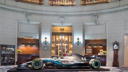 La prestigiosa marca hizo una asociación de rendimiento con INEOS en diciembre, y el fabricante reveló en el Club Real del Automovilismo, que INEOS se ha convertido en el socio principal de su equipo de Formula 1.