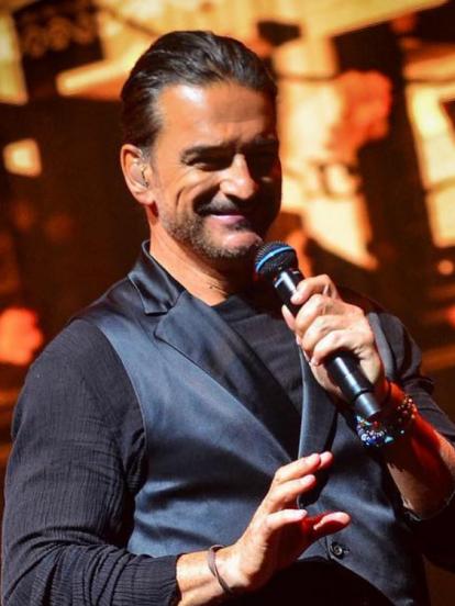 Además de ser conocido por su música, Ricardo Arjona tiene un atractivo hijo